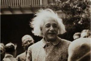 Porque Socialismo? Por Albert Einstein